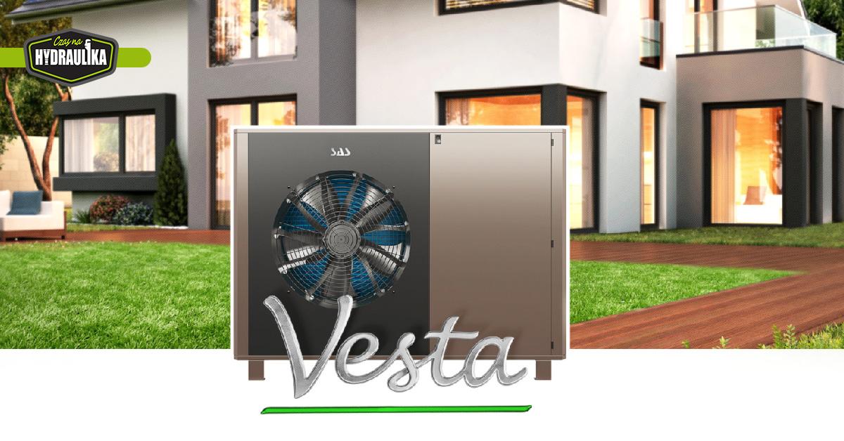 pompa ciepła SAS Vesta na tle nowoczesnego budynku